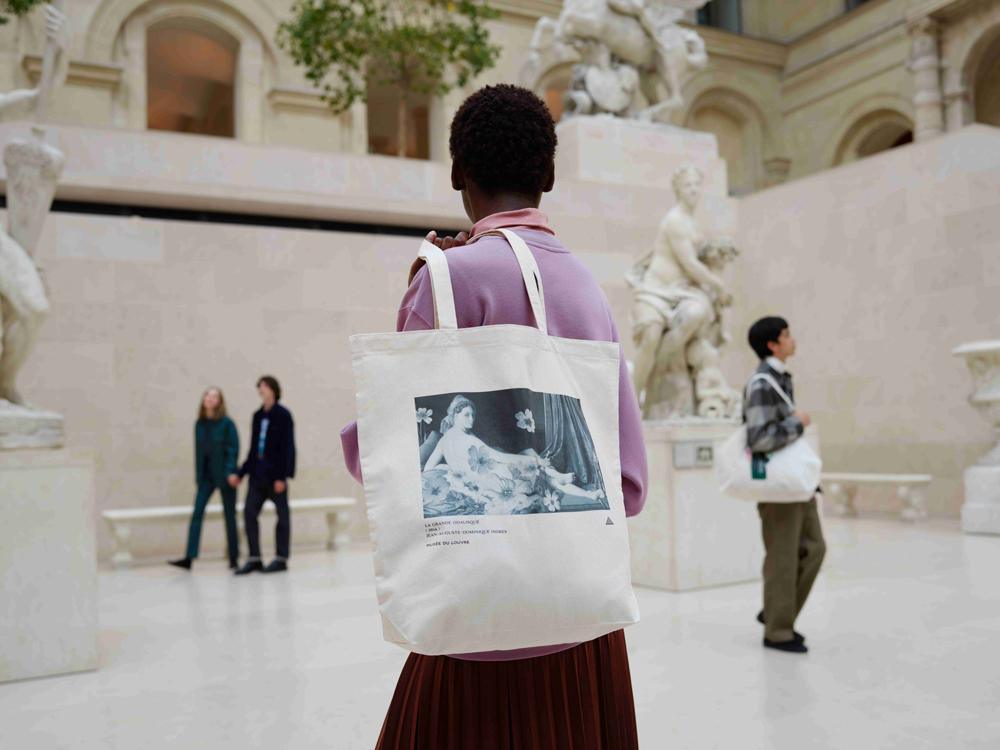 Louvre-Museum-UT_.jpg