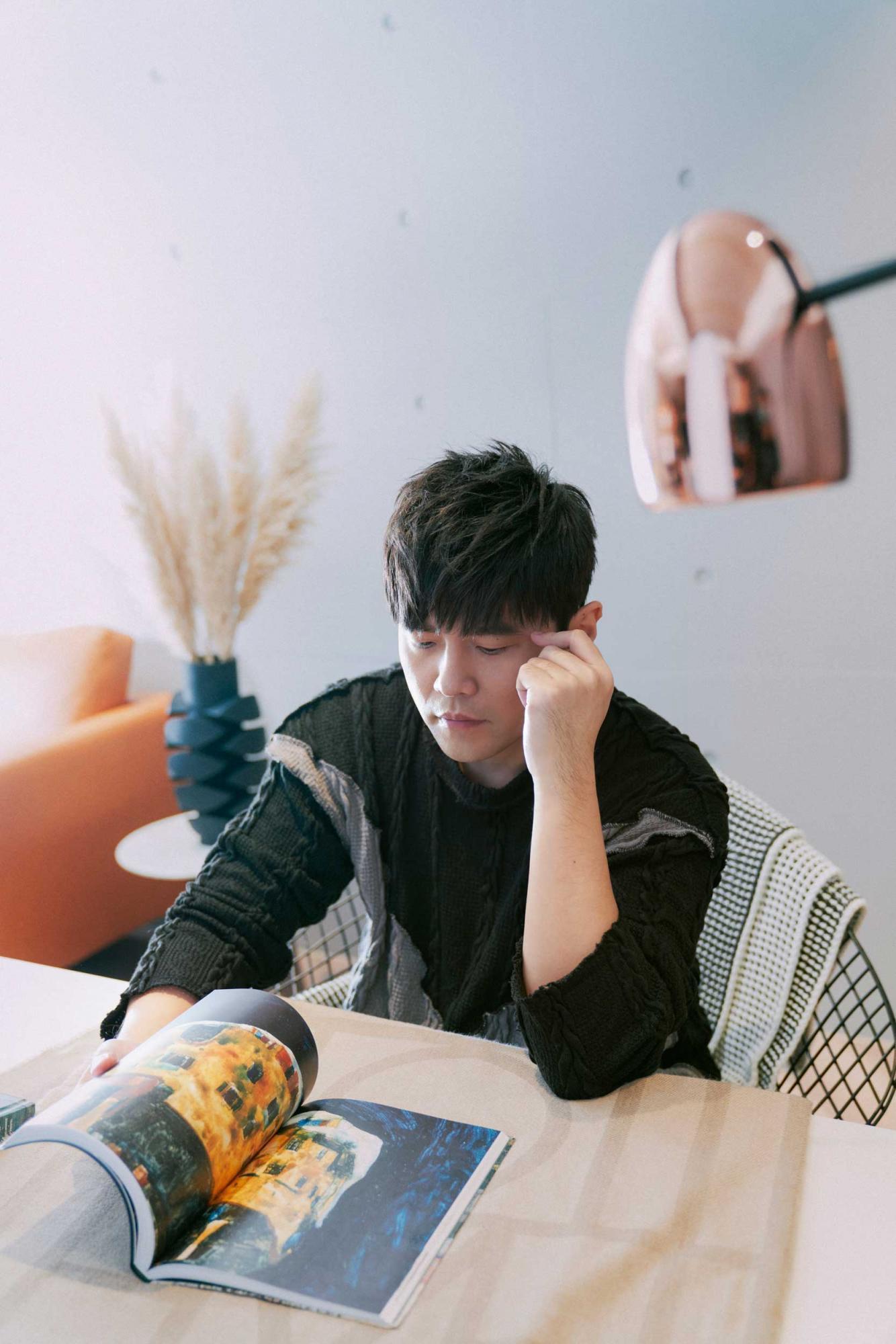 Jay-Chou's-Portrait-(3)-(photo-courtesy-Sotheby's-x-Enviseam).jpg