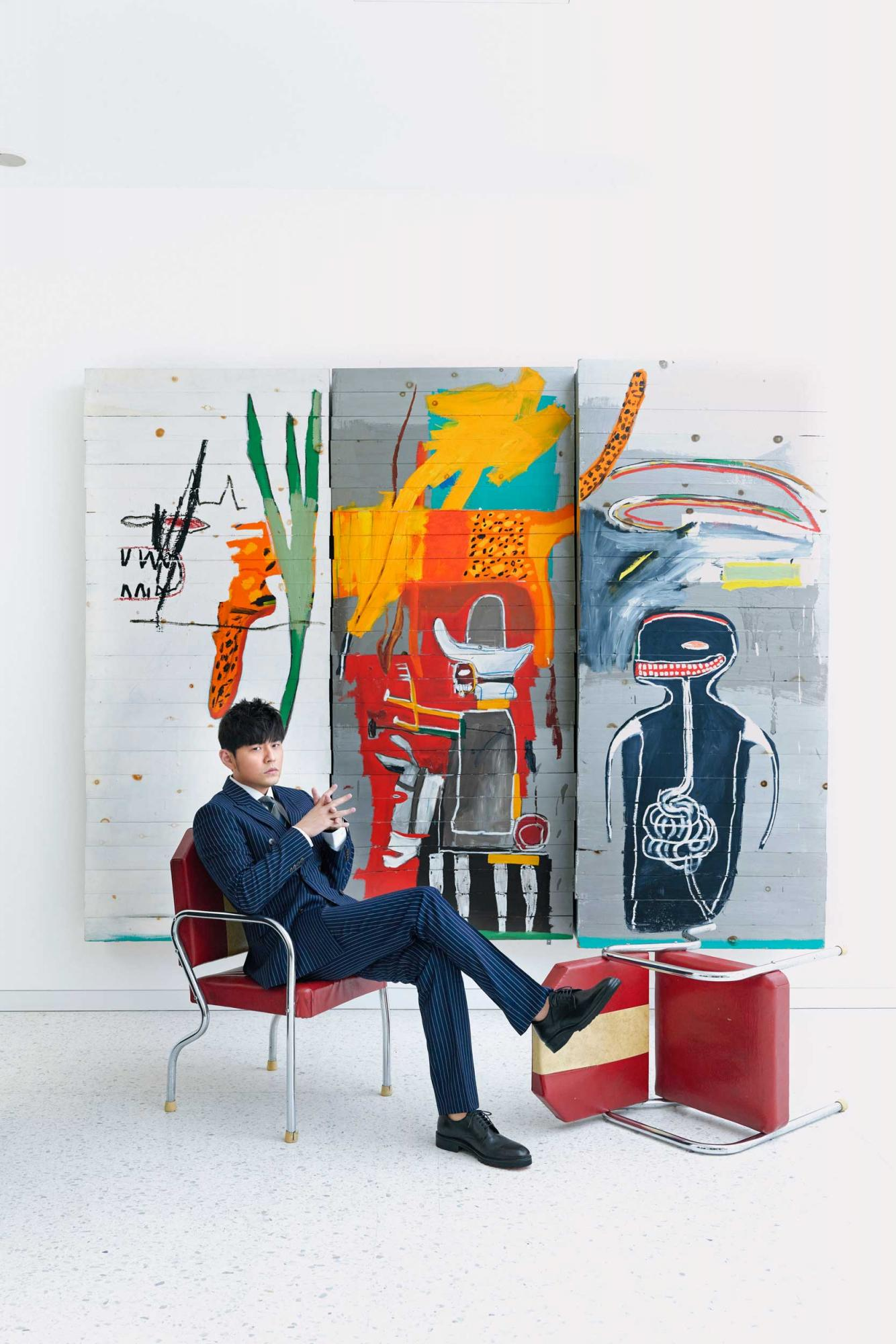 Jay-Chou-in-front-of-Basquiat's-Untitled-(seated)-(Photo-courtesy-of-Sotheby's-x-Enviseam)-.jpg