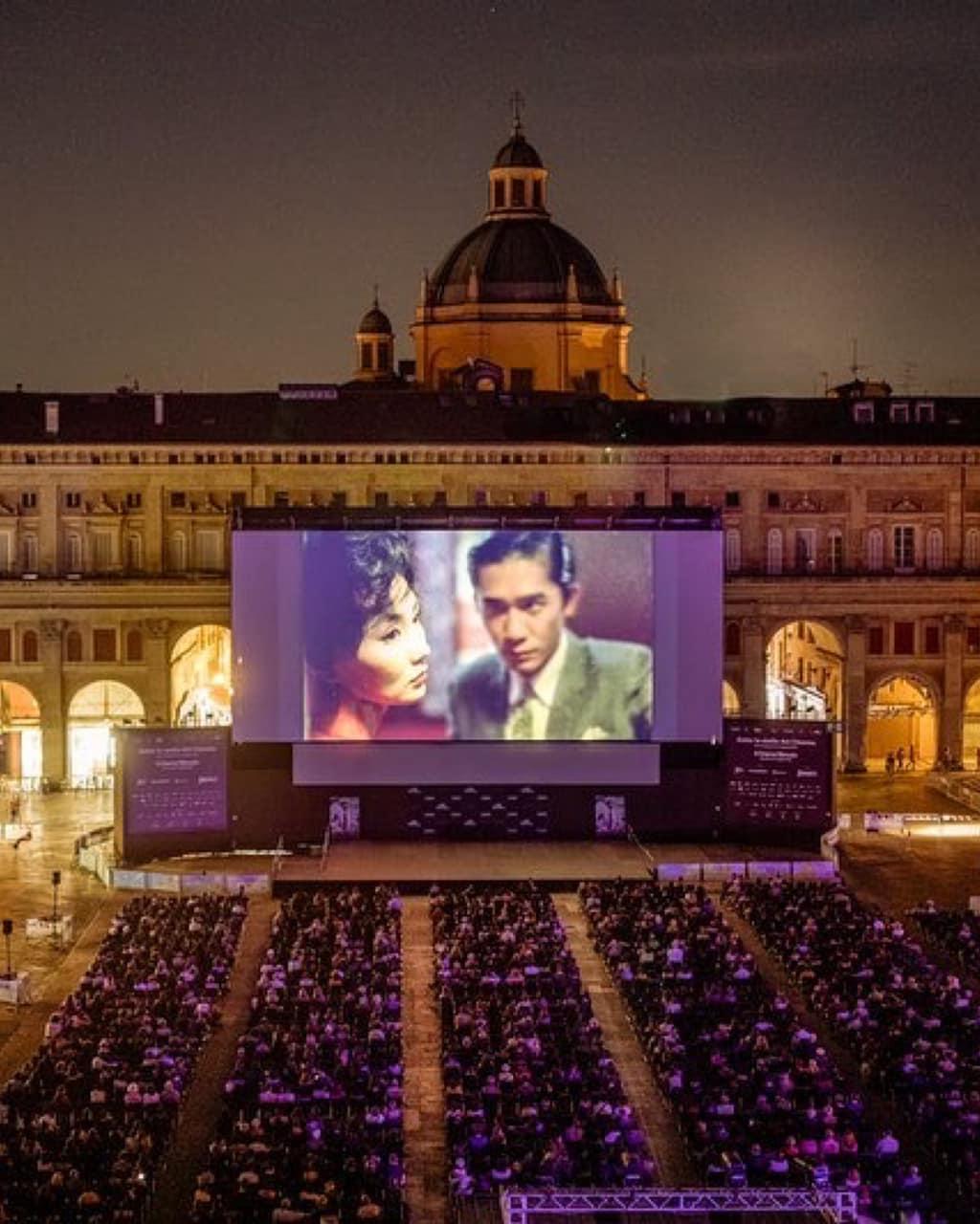 6月底於意大利Piazza Maggiore電影資料館舉行露天電影節,第一週便是在星空下播映王家衛的《花樣年華》。