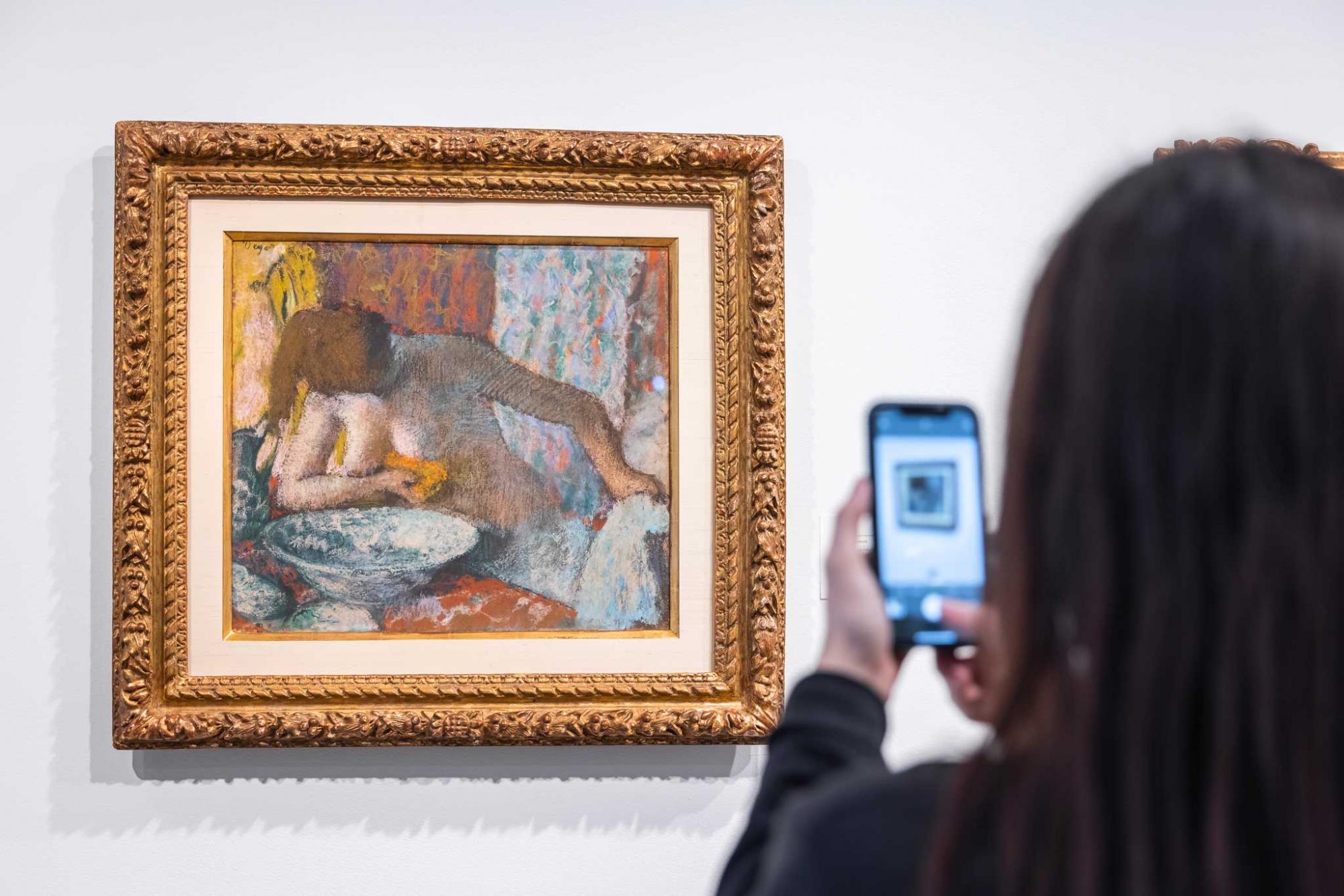 Lot-128--Edgar-Degas,-Femme-à-sa-toilette,-est.jpg