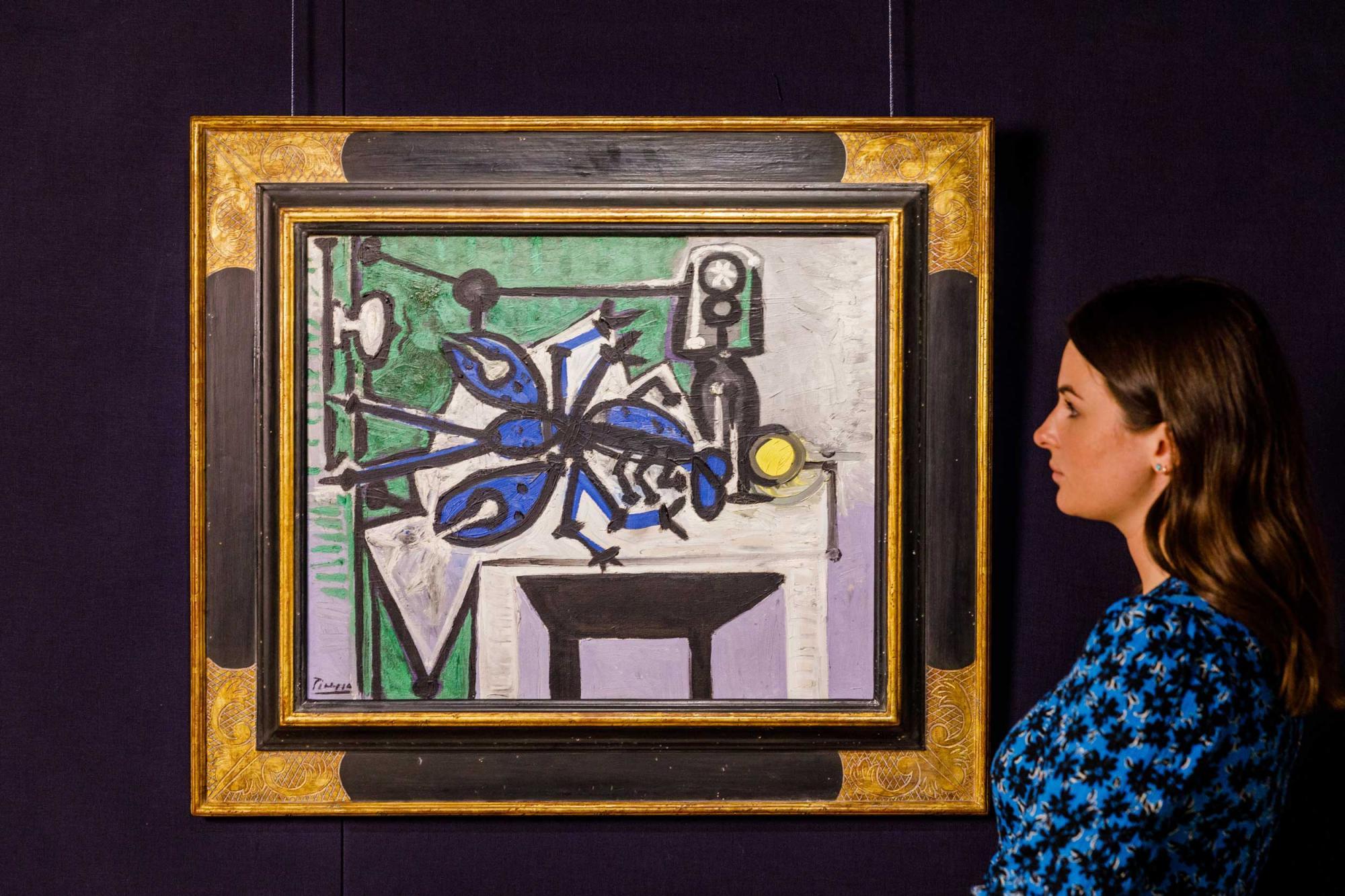 Lot-135--Pablo-Picasso,-Crustacé-et-bouteille,-est.jpg