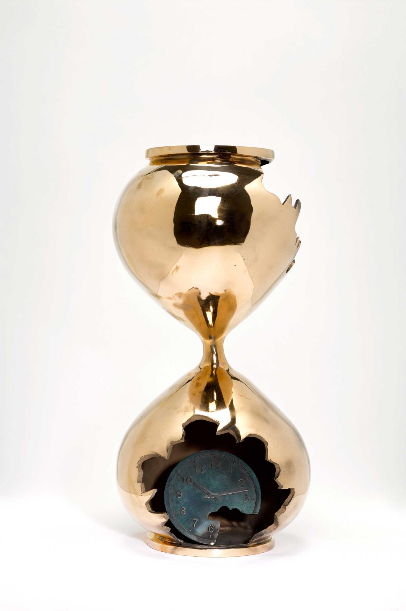丹尼爾・阿爾軒 (1980年生) 《Bronze Hourglass》 銅 雕塑 (附原裝木箱) 38.7 (高) x 15.9 x 15.9 公分 (15 1/4 x 6 1/4 x 6 1/4 吋) 2019年作 版數:14/100 估價:港元40,000 – 60,000